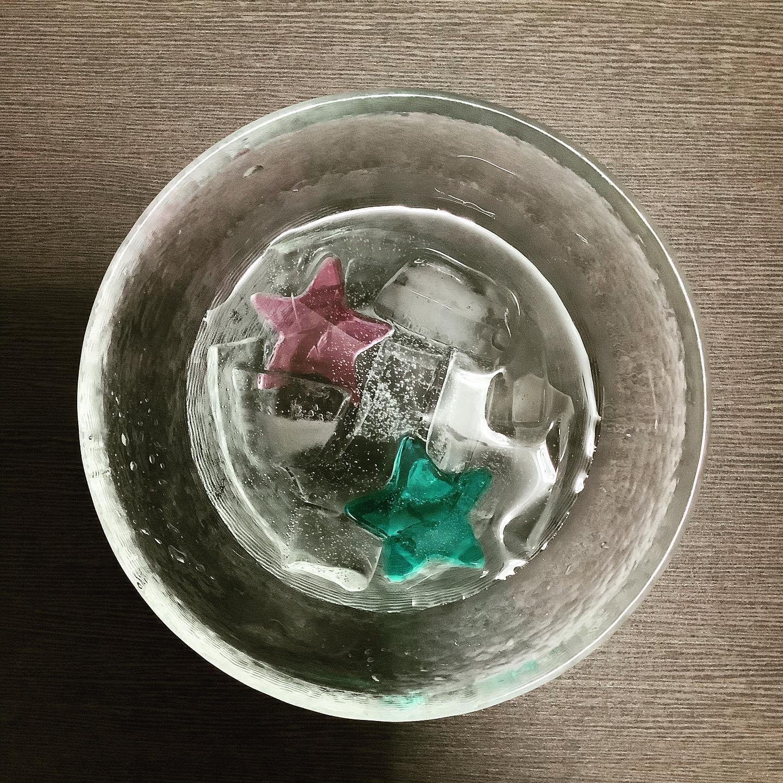 天の川 七夕に因んだお菓子をご用意いたしました。くずきり製。織姫と彦星をイメージした2色の星形の寒天を添えました。 ※1日20個限定。 価格:200円(税込) お日持ち:2日(常温) アレルギー情報:大豆成分含む